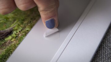 Adhesive Dots are easy to use: simply stick and peel