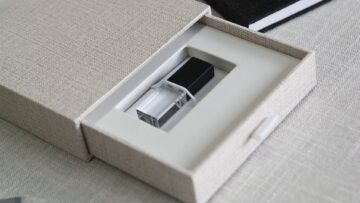 Secure your USB drive in place with the elastic cord