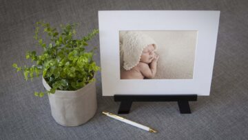 Can display matted prints vertically and horizontally