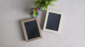 All frames feature a simple lock in backing to secure your photos