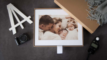 Hold up to 12 of your client's favourite matted printed
