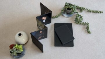 Stand your Concertina Folio upright to display your prints